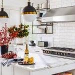 Bucătăria pe culoarea alb