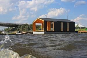 Casa Mica Plutitoare12